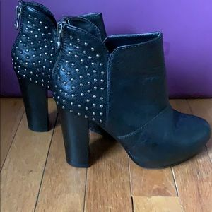 Shoes - BLACK BLOCK HEEL BOOTIE W/ SILVER STUDS WMNS SZ 7